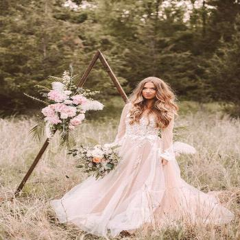 Ahh, cozy up for this Fall woodland wedding editorial that's heavy on the pretty today. The Fall-fe
