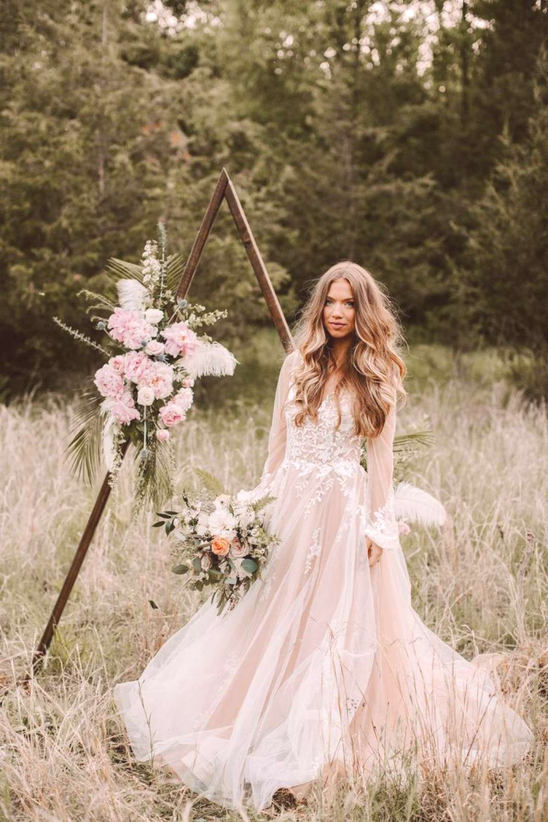 Ahh, cozy up for this Fall woodland wedding editorial thats heavy on the pretty today. The Fall-fe