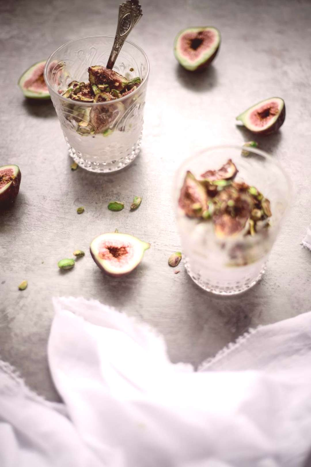 I adore figs! This delicious breakfast is made of coconut yoghurt, honey and rosemary roasted figs