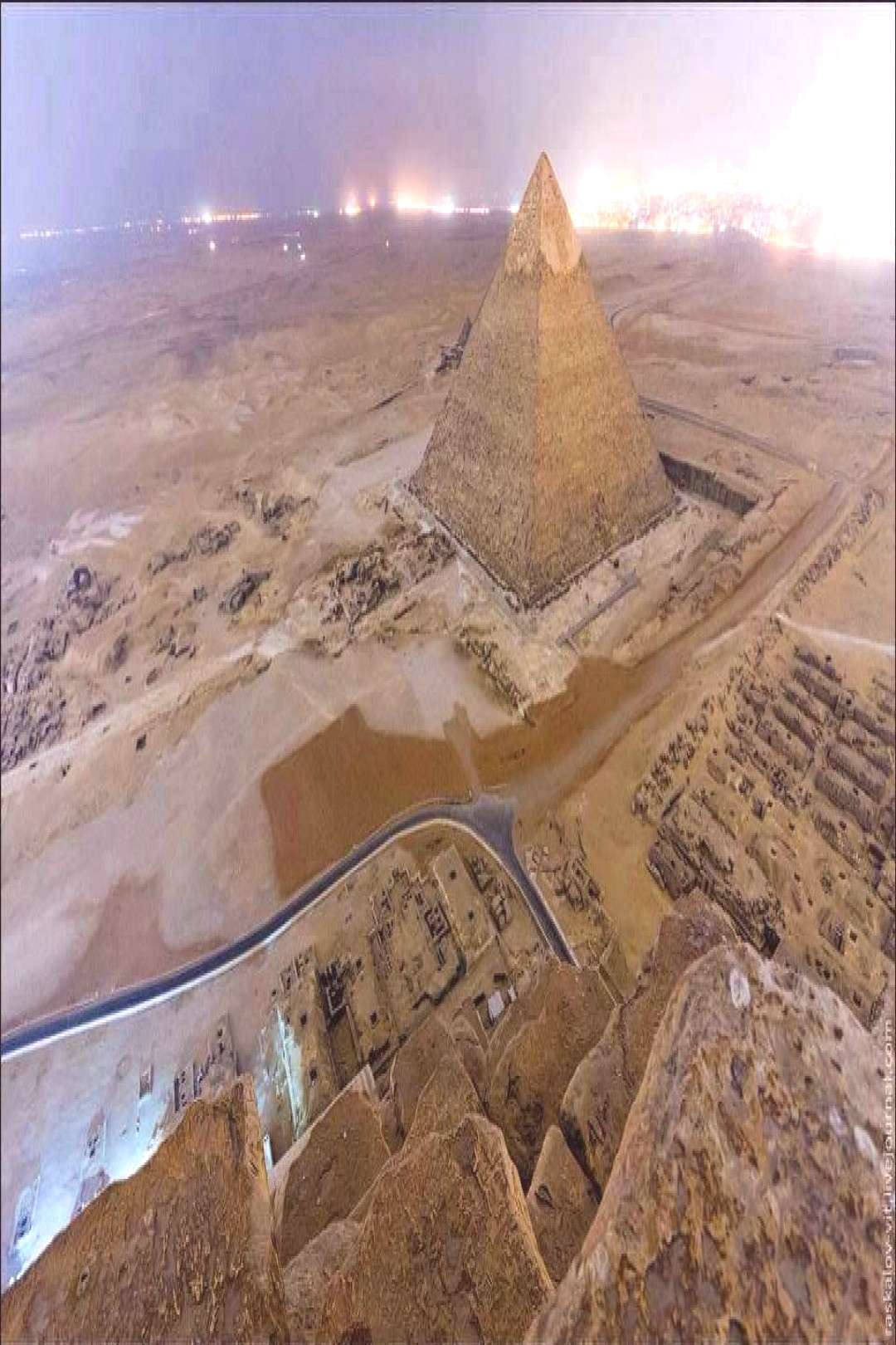 Pyramid of Khafre (Chefren) Photo of the day The Pyramid of Khafre, the second largest pyramid of