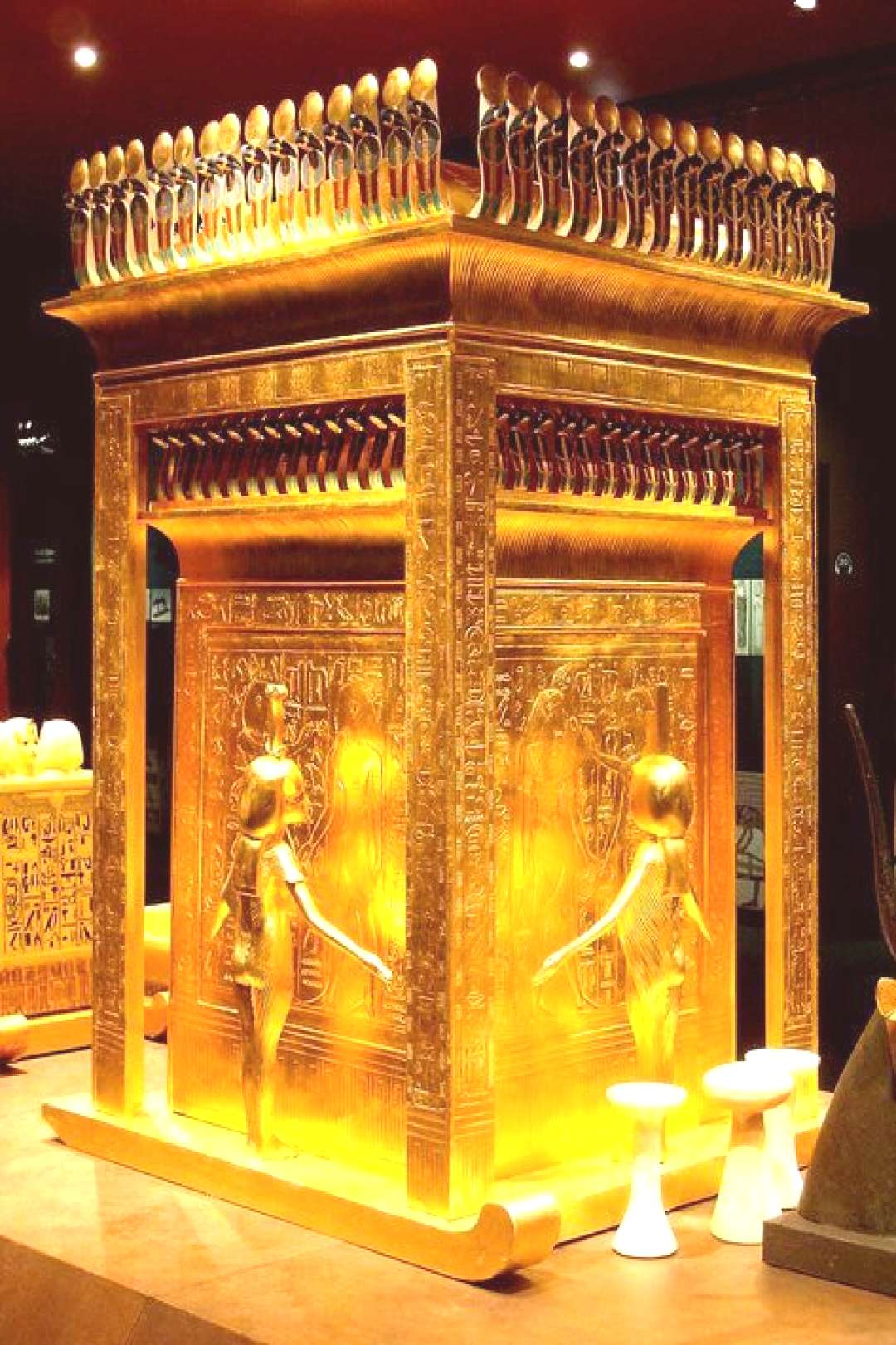 The Egyptian museum Cairo, Travel to Egypt last minute - -